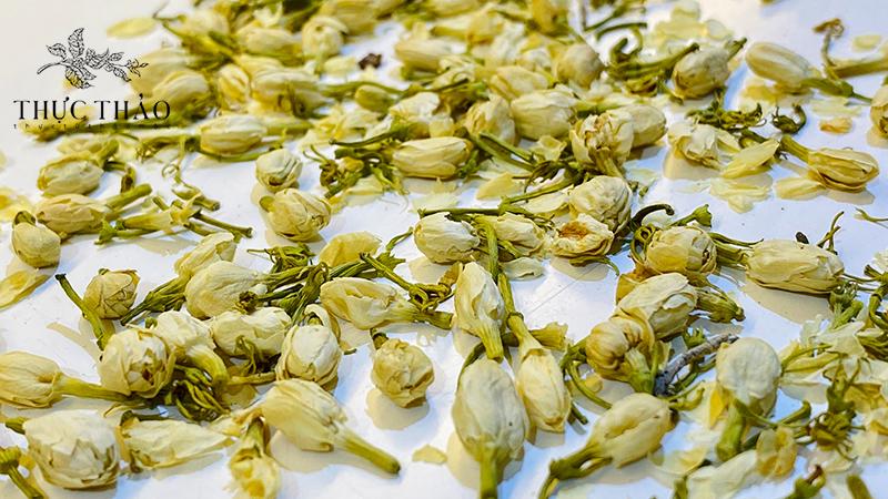 Nụ hoa nhài tại cửa hàng Thực Thảo dùng pha trà