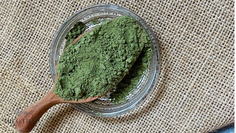Chất bột tía tô mịn, giữ được màu xanh tự nhiên