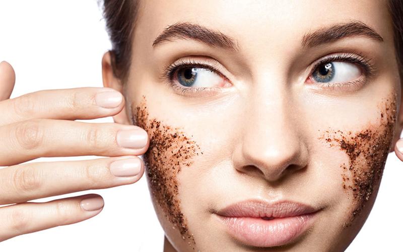 Da khô cũng cần tẩy tế bào chết nhưng phải là thành phần dịu nhẹ