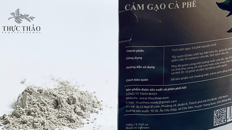Kết hợp bột tắm dưỡng cám gạo cà phê với sữa tươi giúp nâng tone da hiệu quả