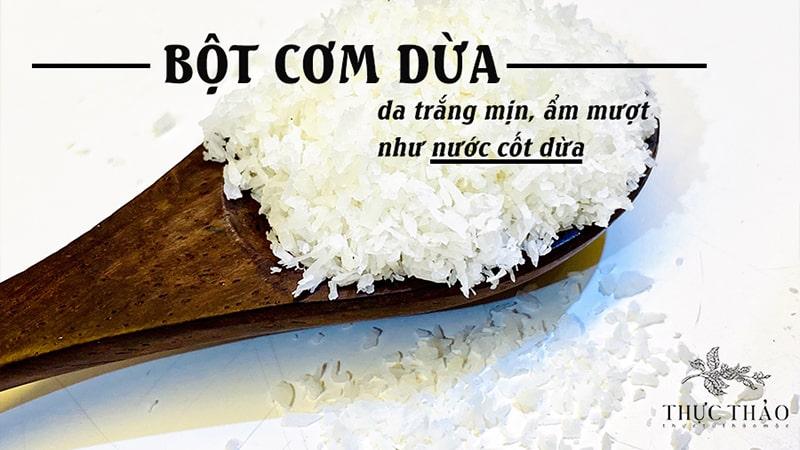Bột cơm dừa giàu dưỡng chất giúp cấp ẩm và làm mềm mịn da