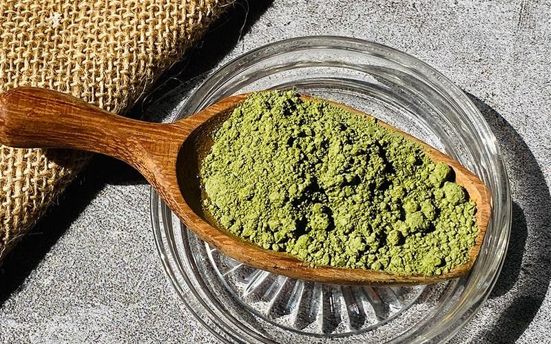 Sử dụng bột matcha trà xanh để làm đẹp cho phái nữ
