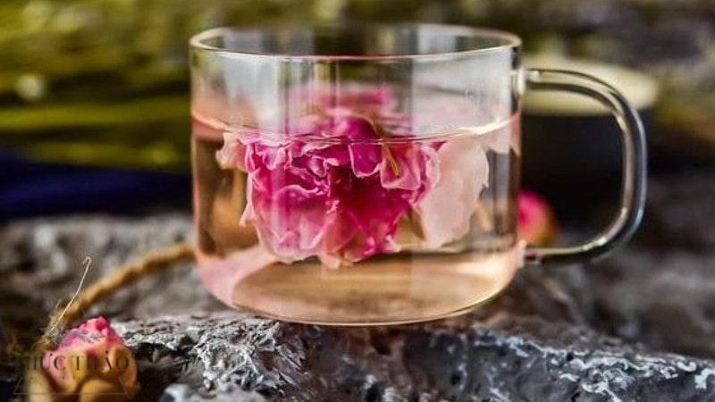 Tránh uống trà hoa hồng lúc đang đói bụng