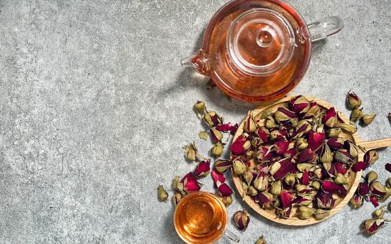 Tác dụng trà hoa hồng đối với sức khỏe phái nữ