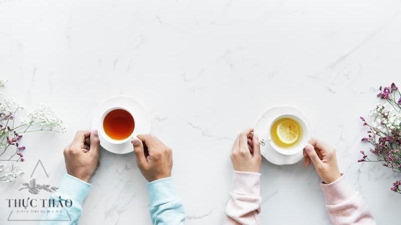 Không uống trà khi bụng đói