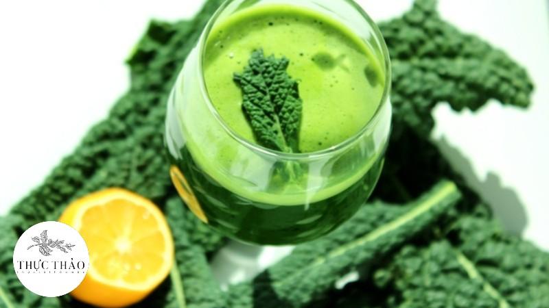 Cải xoăn được dùng trong các món sinh tố, nước ép giúp tăng cường vitamin