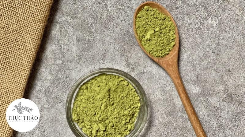 Chất bột cải Kale mịn, xanh, mang mùi vị đặc trưng của rau xanh