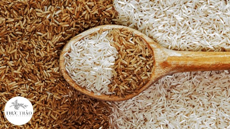Lớp vỏ nâu sậm bên ngoài làm nên sự giá trị của gạo lứt so với gạo trắng